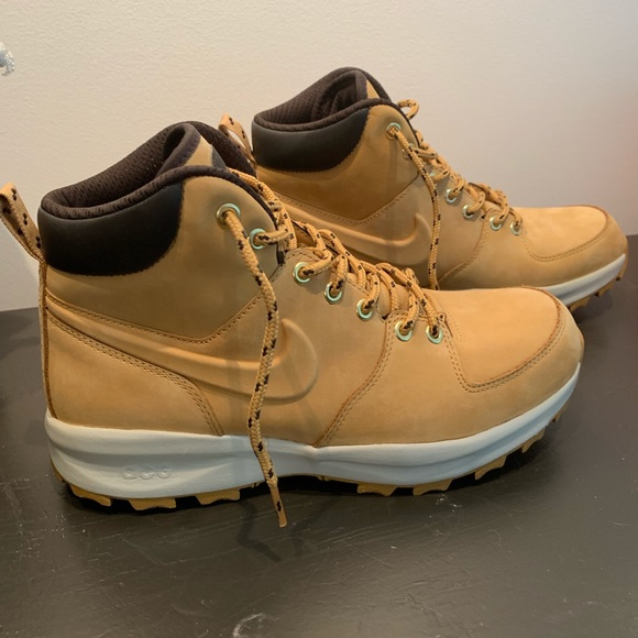 NWT Men's Nike Manoa Leather ShoesBoots